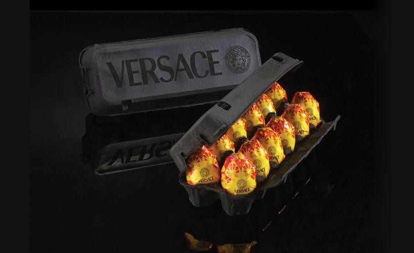 Trứng phục sinh Versace