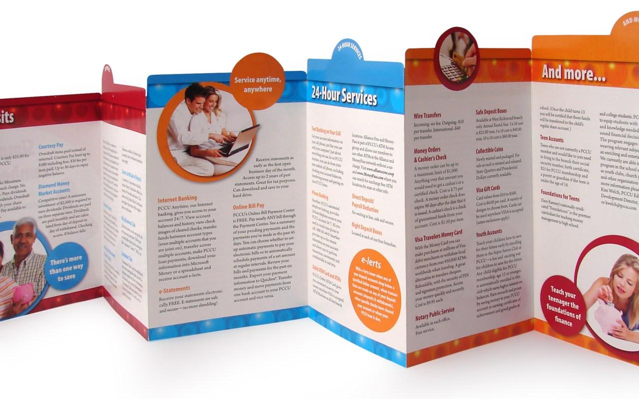 In brochure trong hội nghị thương mại