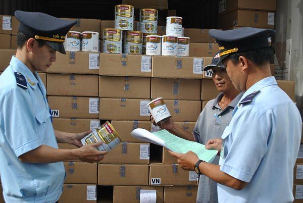 Khi hải quan kiểm tra hàng hóa doanh nghiệp chuẩn bị gì ?